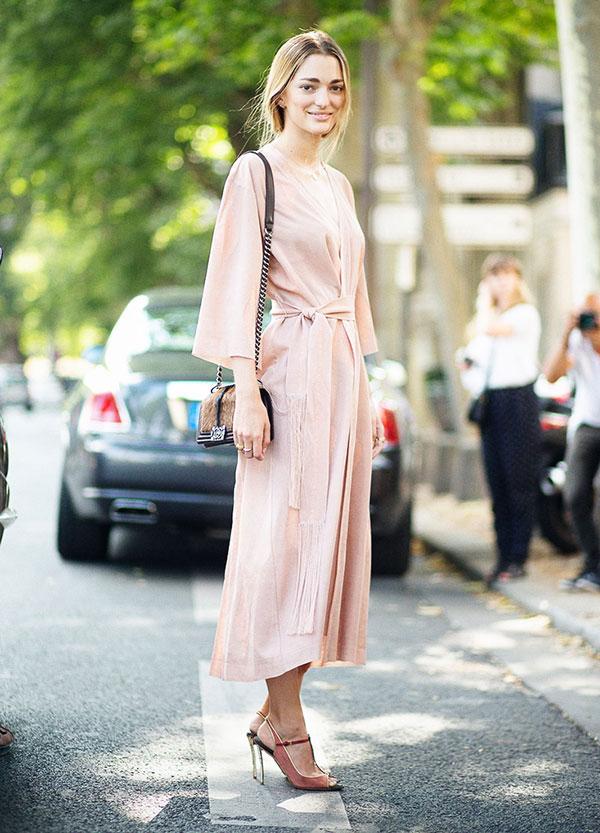 vestido-midi-envelope-rosa-quartz-e-peep-toe-1
