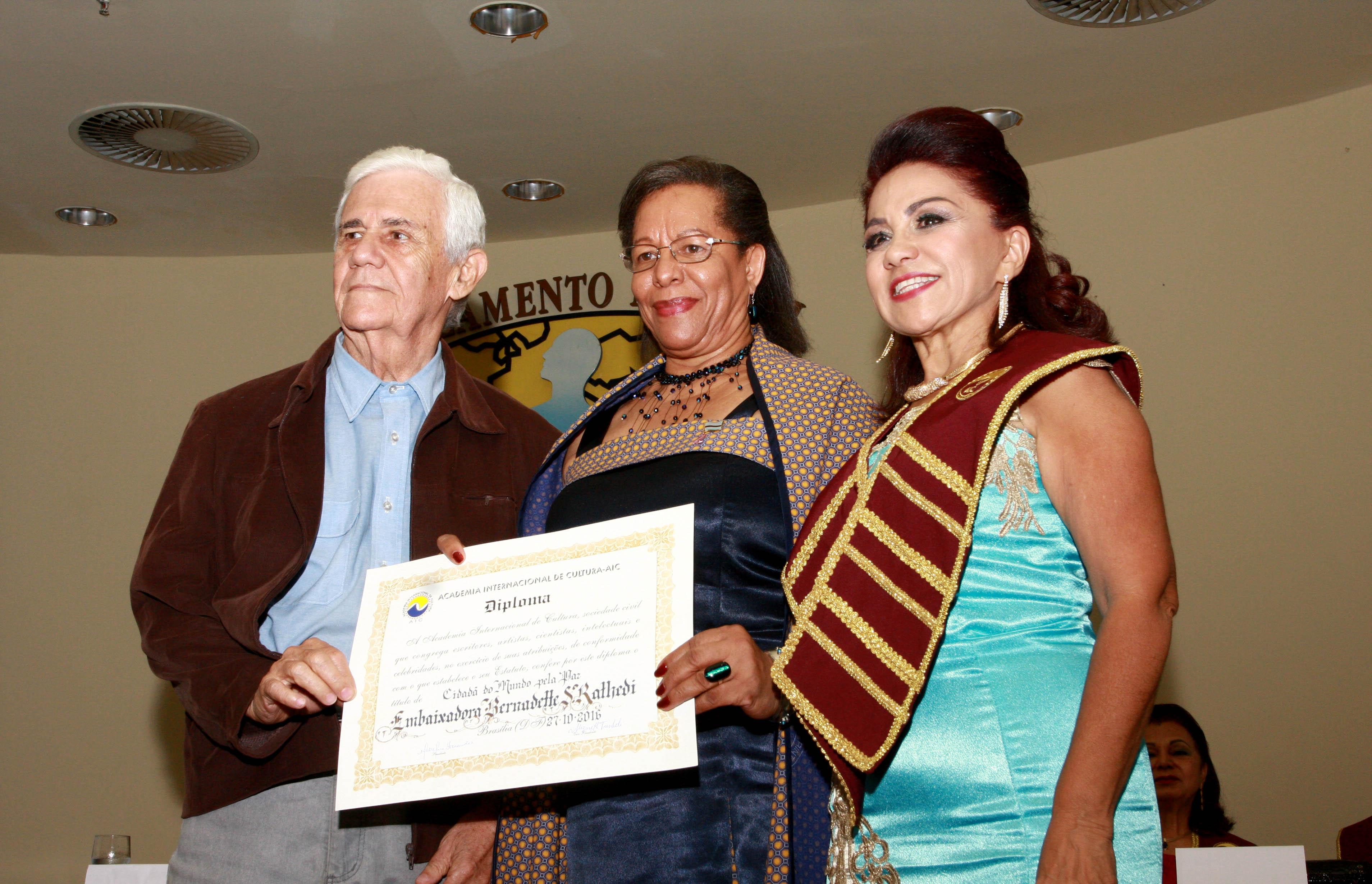 Bernardette Sebage Rathedi e Meireluce Fernandes