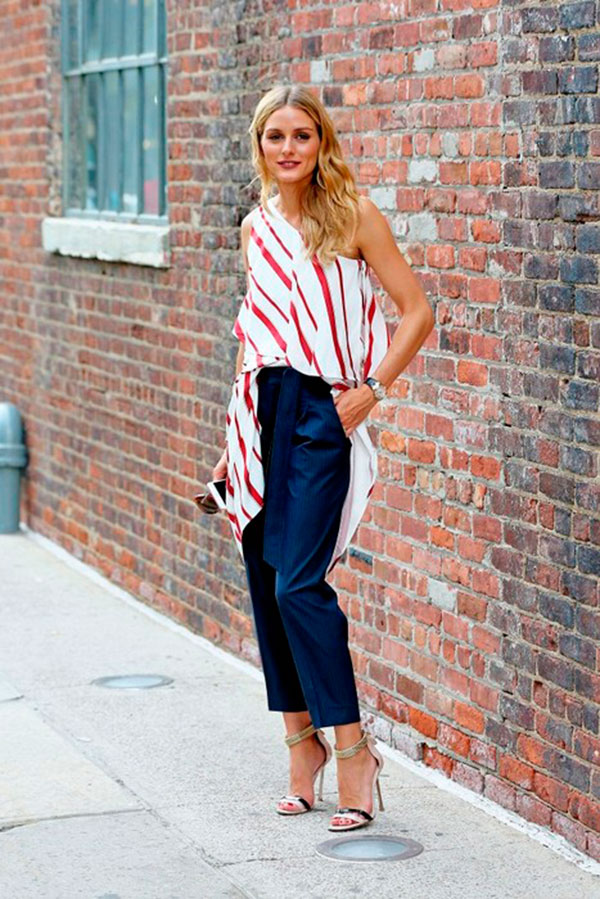 look-olivia-palermo-calca-jeans-cenoura-blusa-ombro-so-listrada-sandalia-tiras-finas-160926-014309
